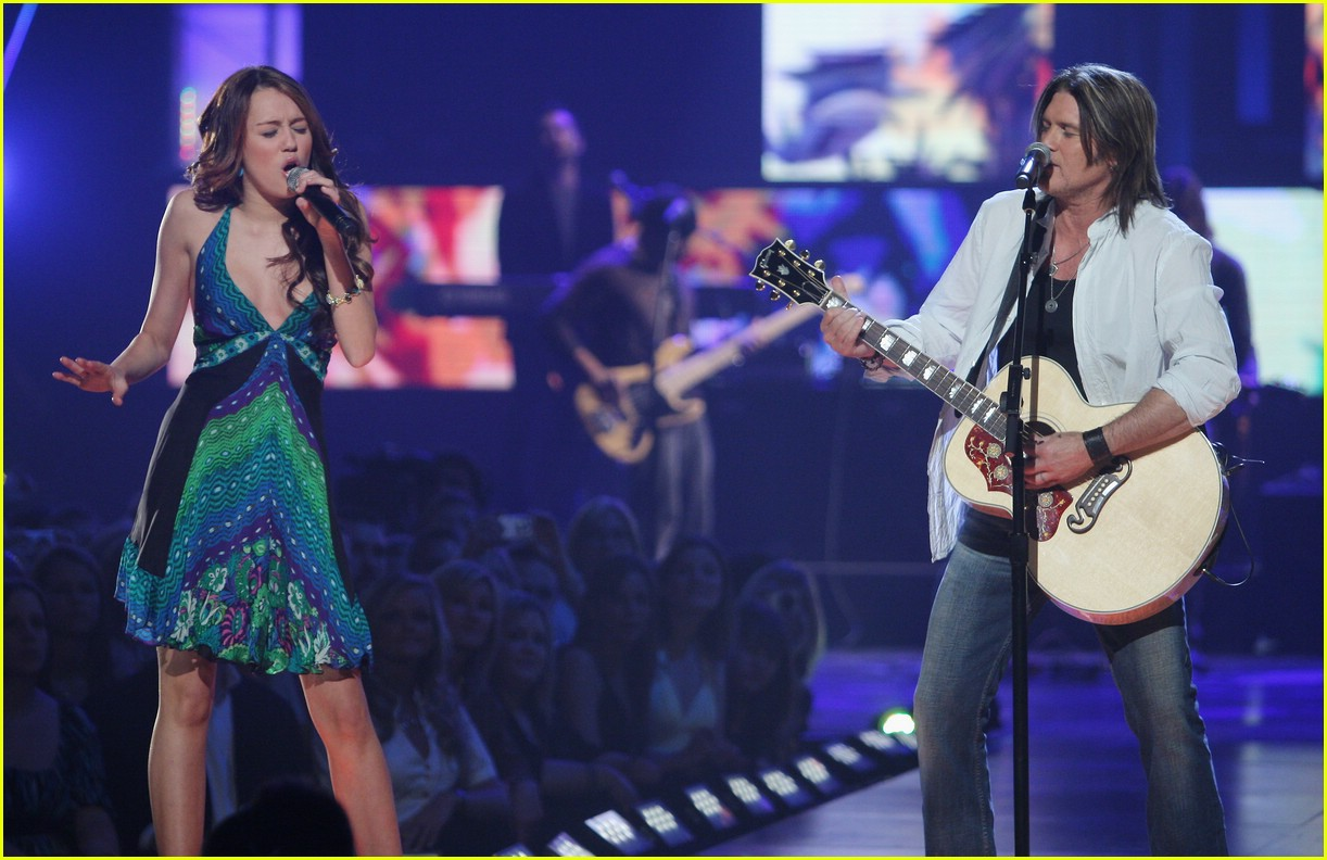 miley cyrus cmt performance 2008 12