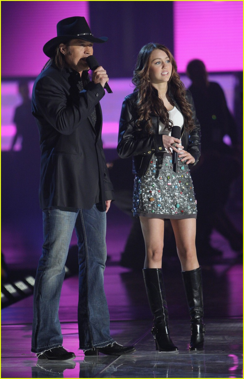 miley cyrus cmt performance 2008 30