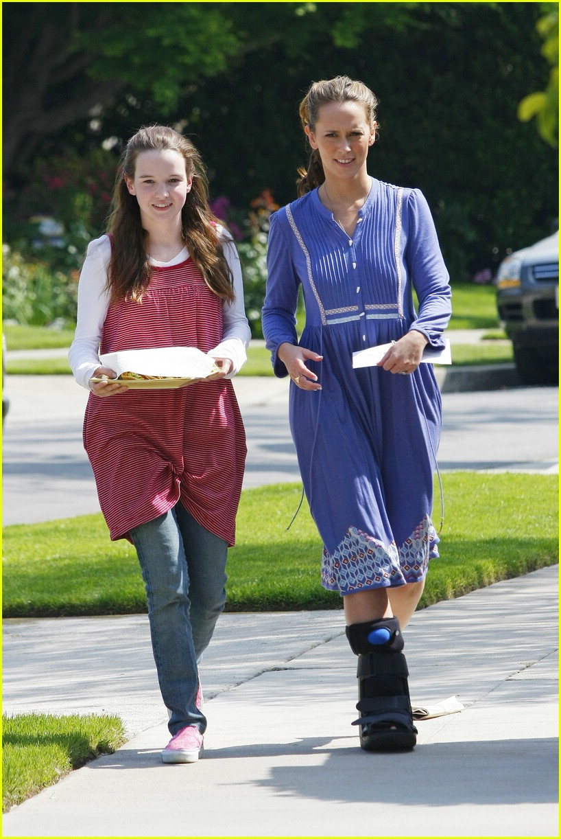 jennifer love hewitt ankle 02
