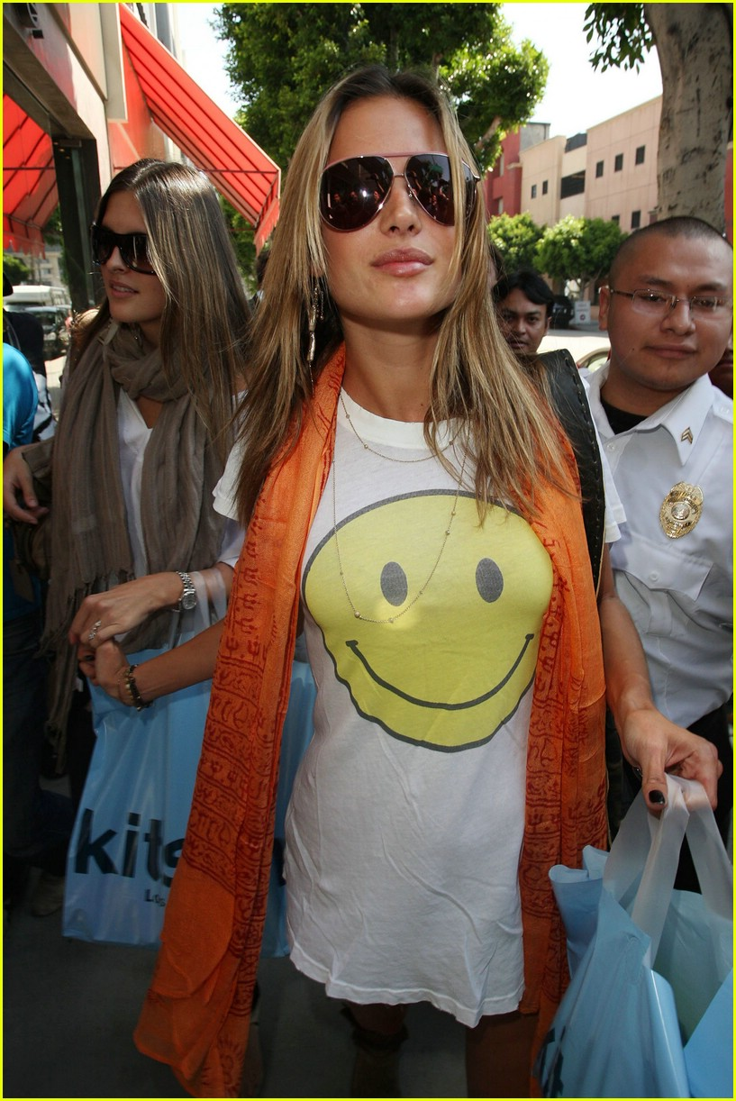 alessandra ambrosio smiley face 351106961