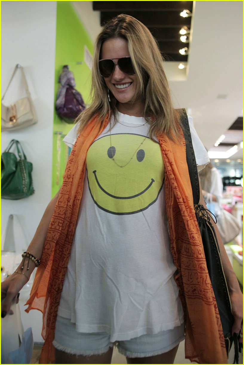 alessandra ambrosio smiley face 78