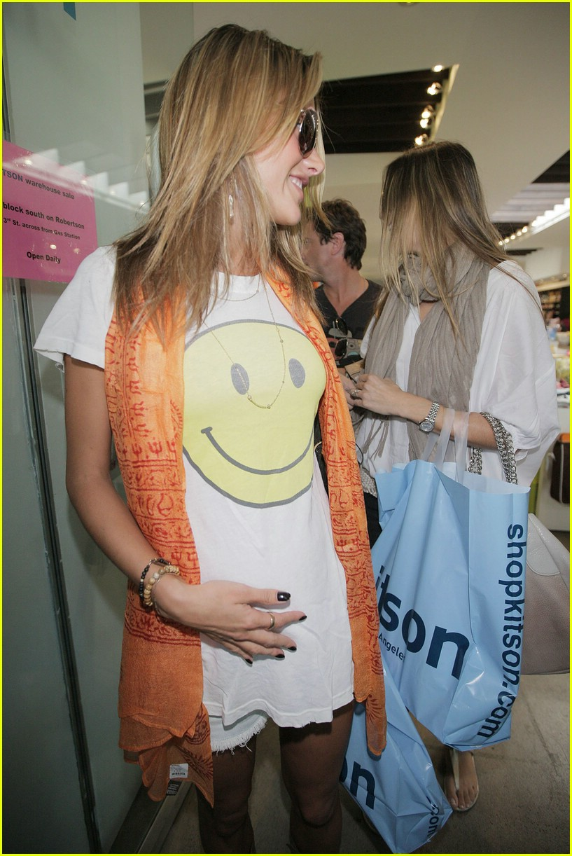 alessandra ambrosio smiley face 79