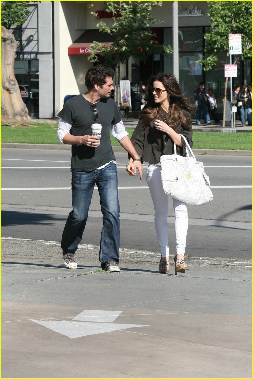 kate beckinsale starbucks star 061157151