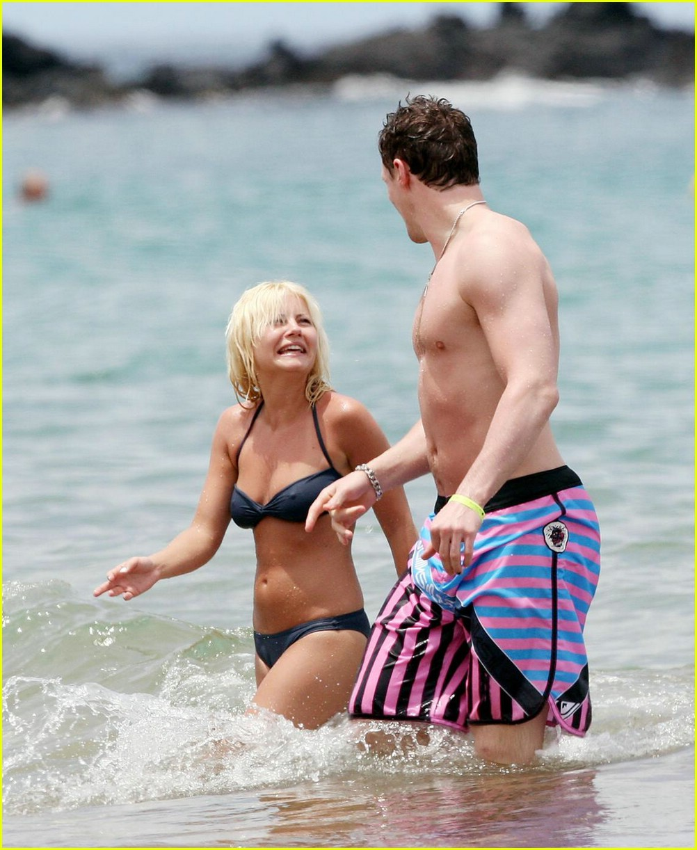 elisha cuthbert dion phaneuf 06