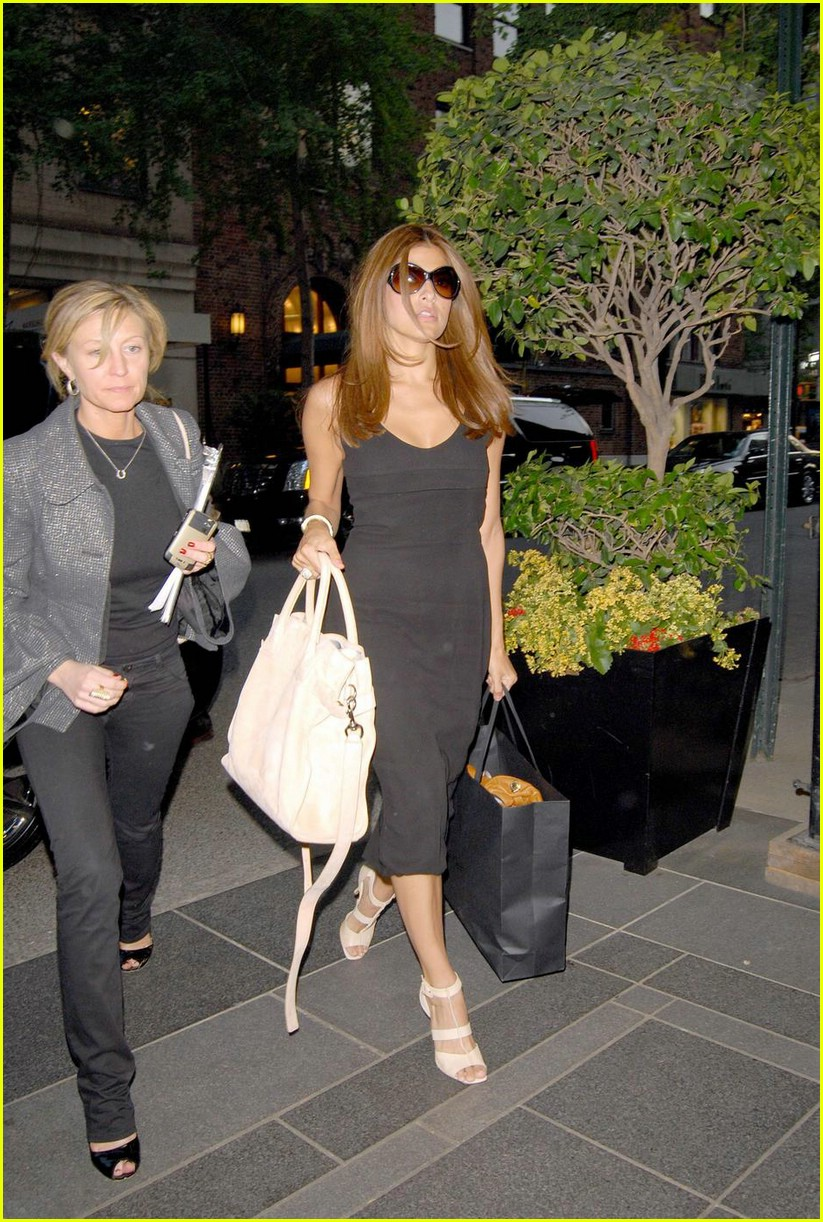 eva mendes nyc shopping 04