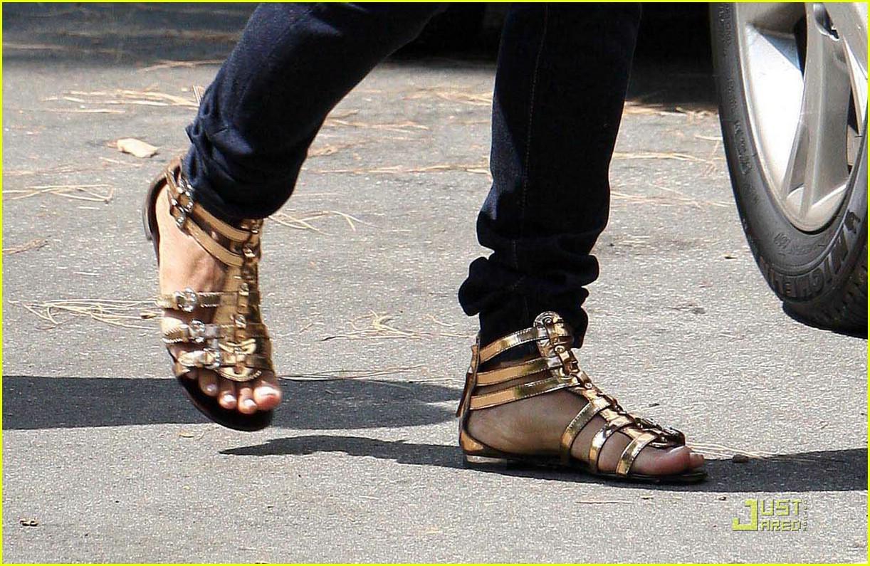 halle berry gladitor sandals 04