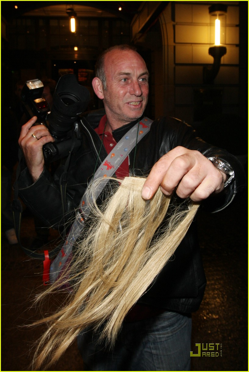 Kate Moss Loses Her Hair Extensions Photo 1201071 Kate Moss