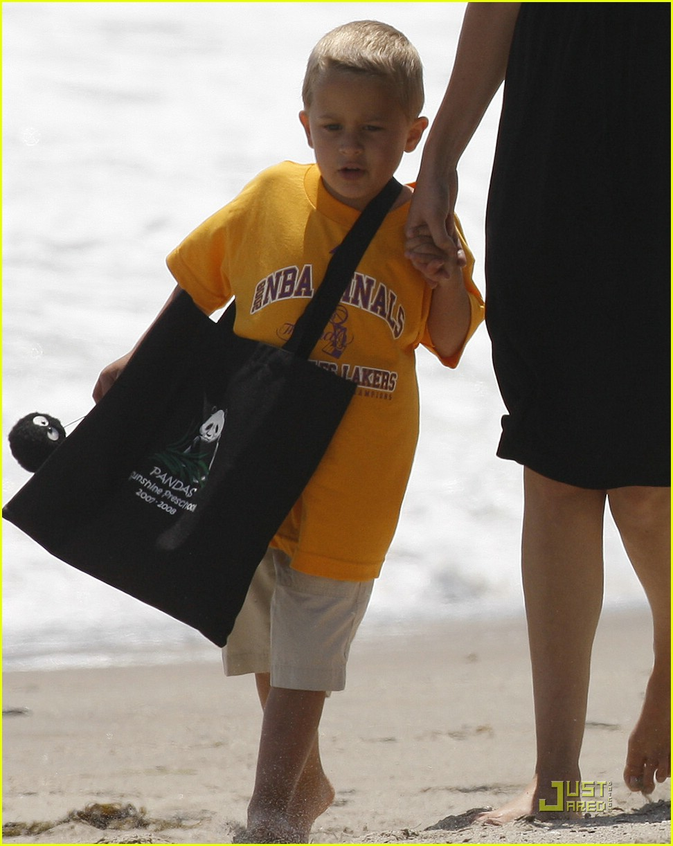 reese witherspoon deacon phillippe beach 07