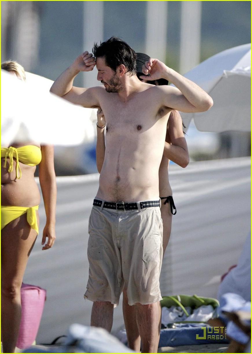 Keanu Reeves Chows Down China: Photo 1229791 | Bikini, China Chow ...