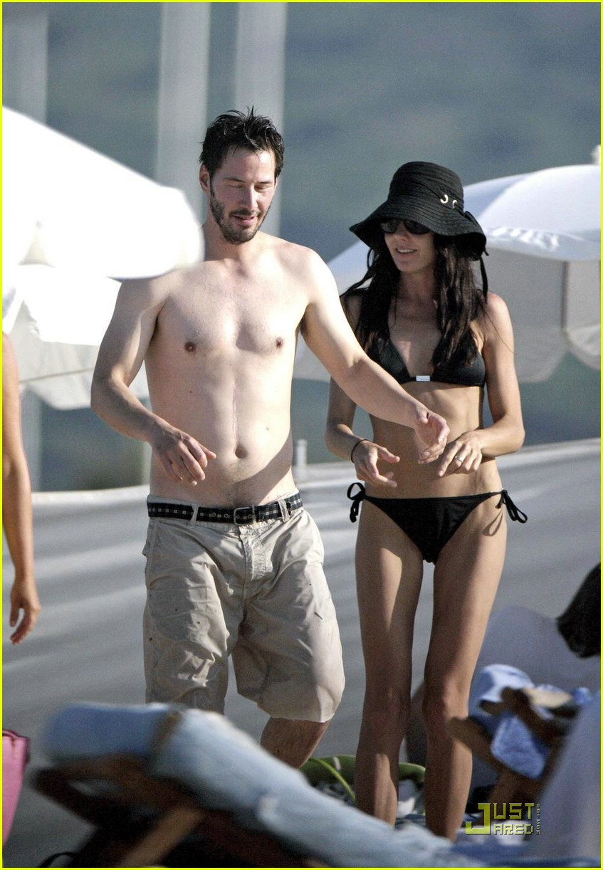 Keanu Reeves Chows Down China: Photo 1229951 | Bikini ... Taylor Lautner Fat