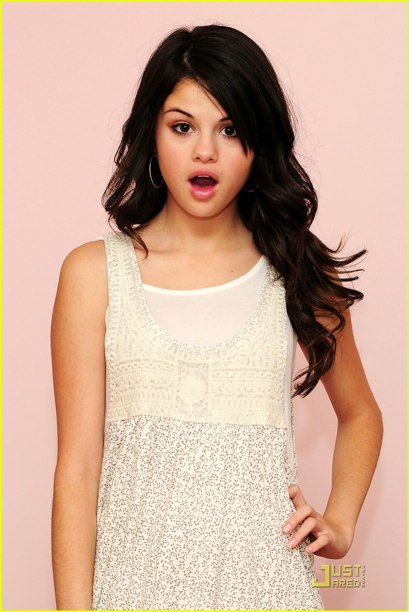 selena gomez goes green 061205721