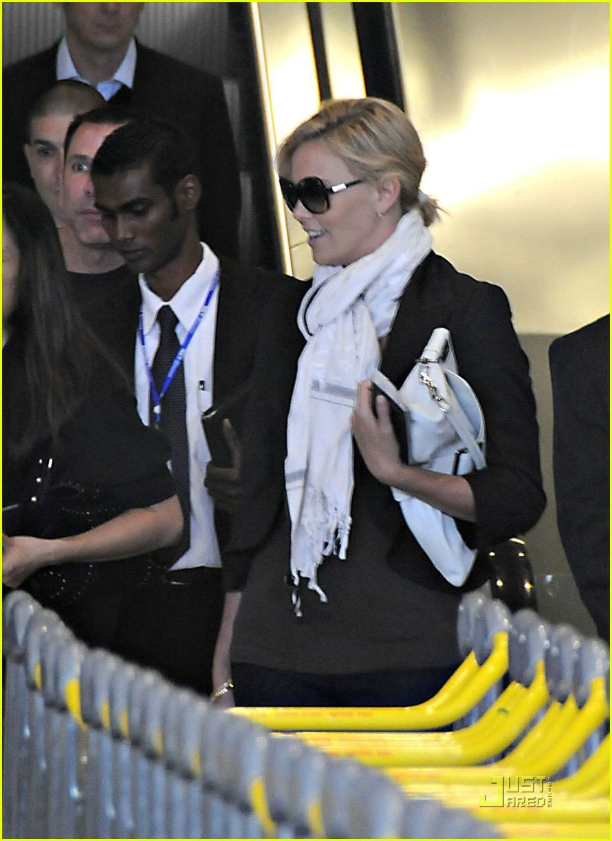 charlize theron french flight 02