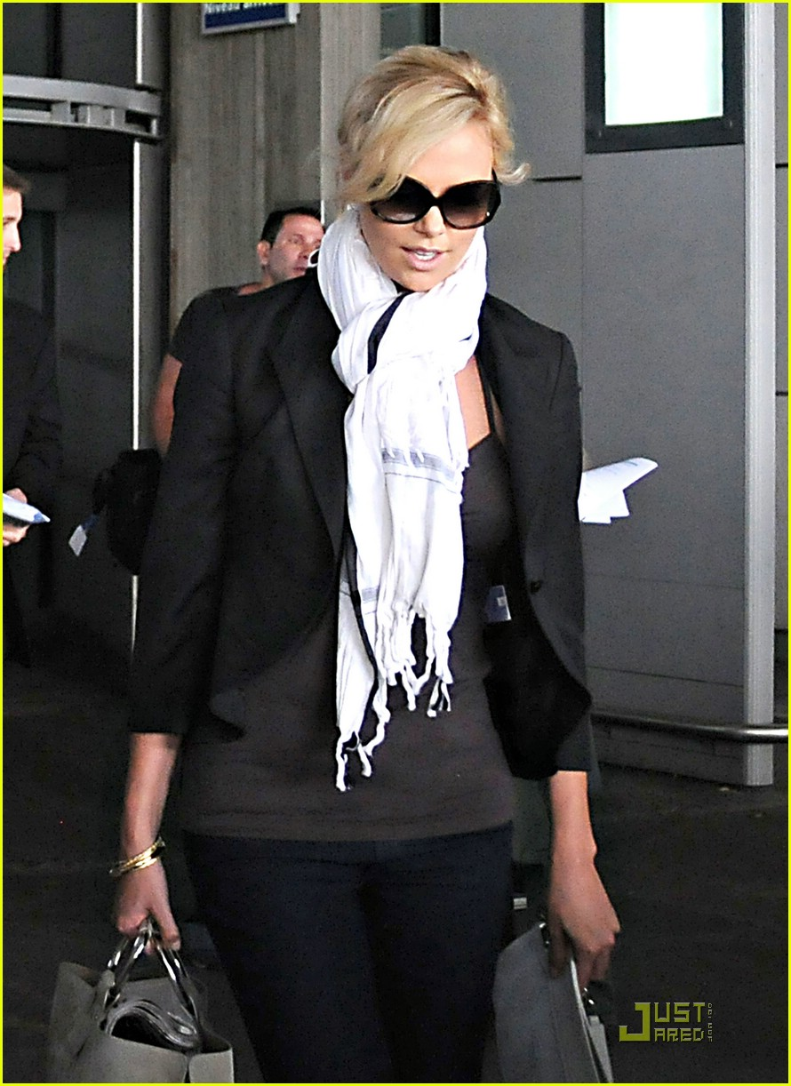 charlize theron french flight 04