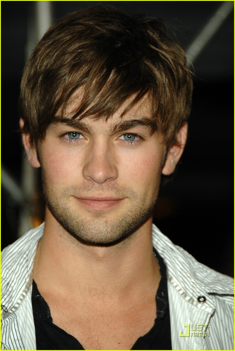 [Image: chace-crawford-traveling-pants-11.jpg]