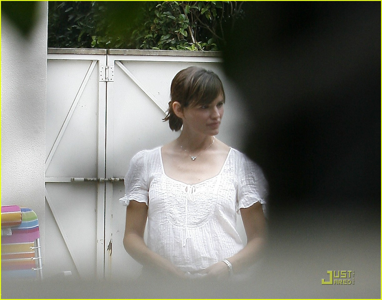 jennifer garner pregnancy party 09