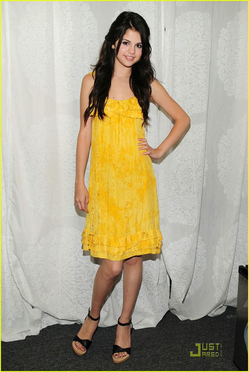 Gomez Yellow Selena Gomez Hello Yellow