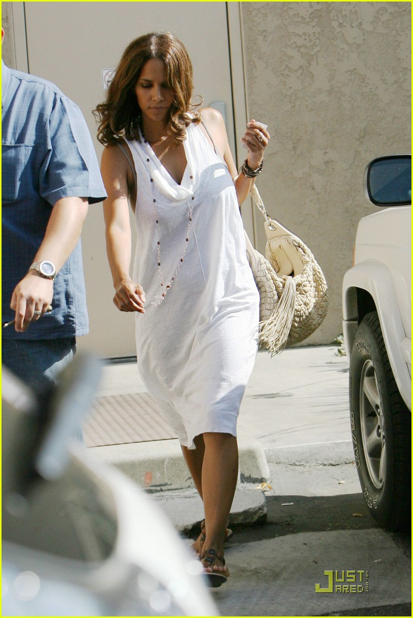 halle berry dental date 05