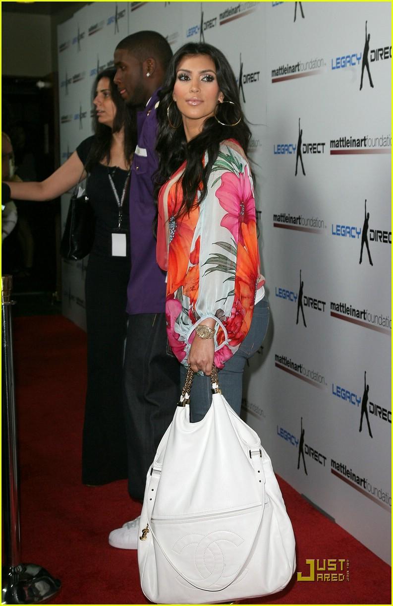 kim kardashian celebrity bowling 03