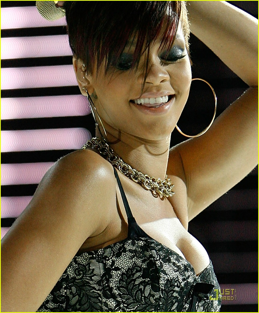 rihanna chris brown essence music festival 07