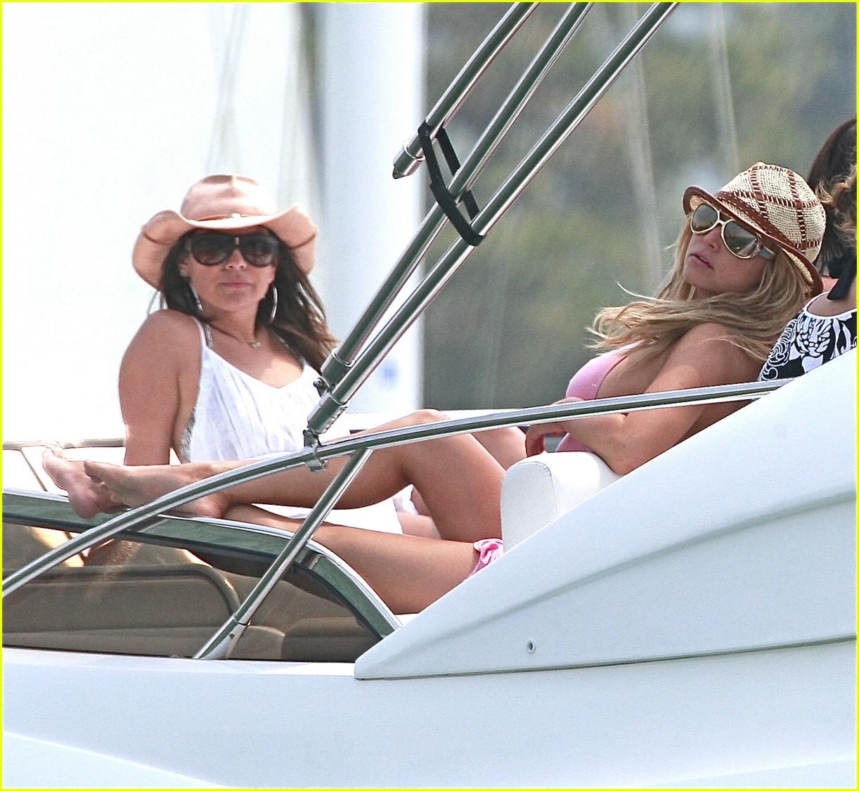 jessica simpson ashlee simpson yacht 01