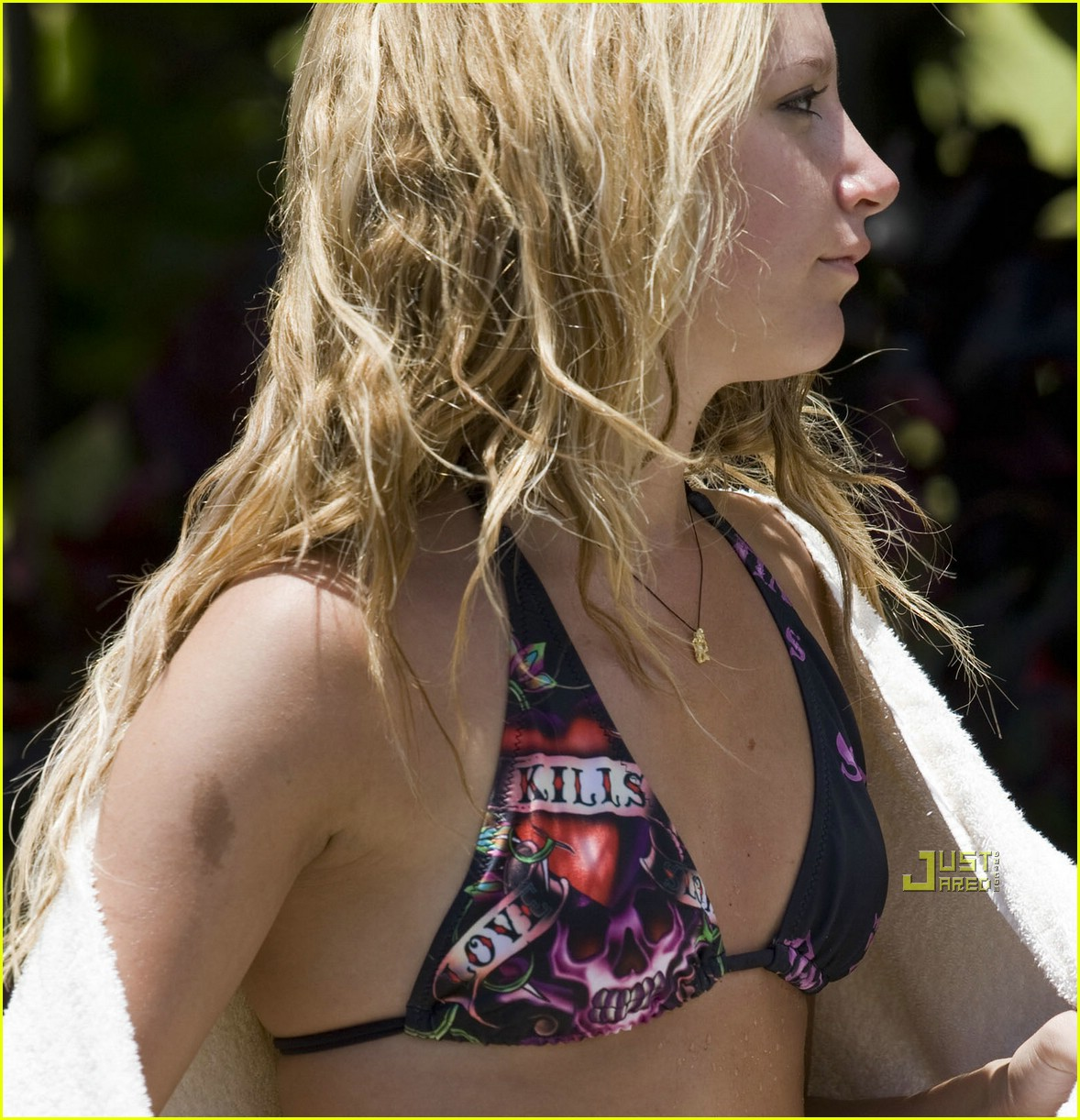 ashley tisdale love kills bikini 02