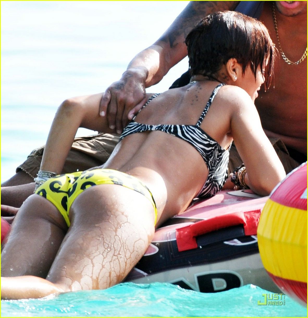 rihanna chris brown barbados 07