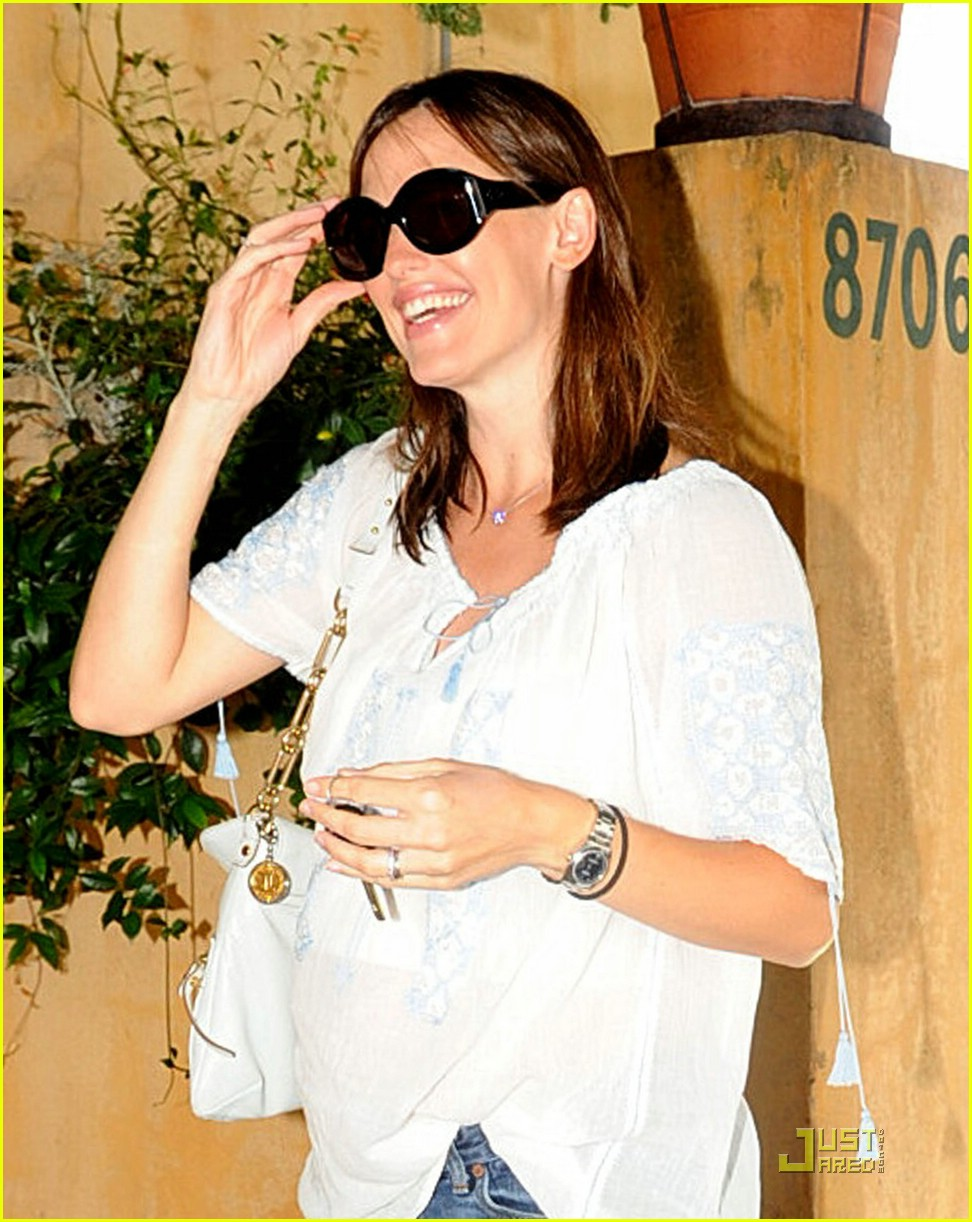 jennifer garner baby bump check up 051370371