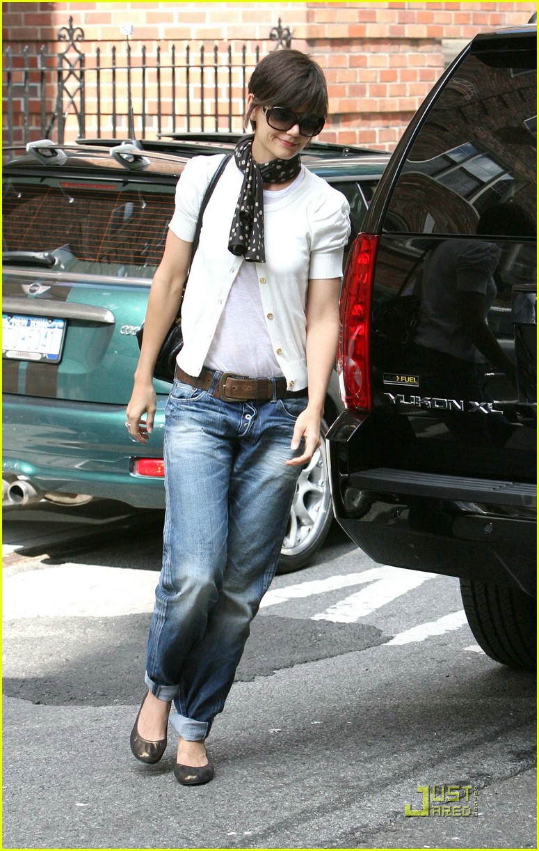 katie holmes rolled up jeans 01