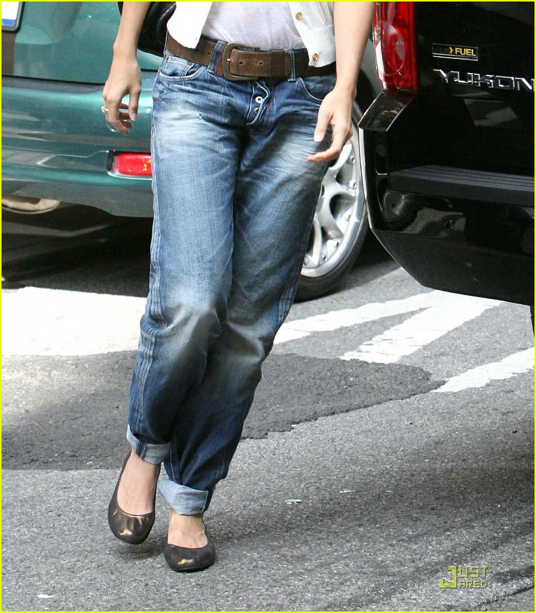 katie holmes rolled up jeans 07