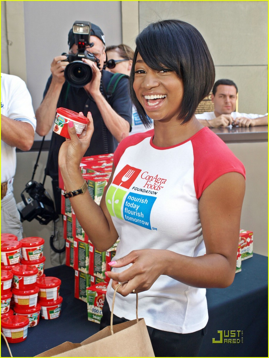 Monique Coleman Joins America 39 S Second Harvest Photo