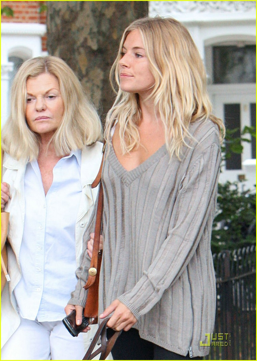 sienna miller mommy 081376551