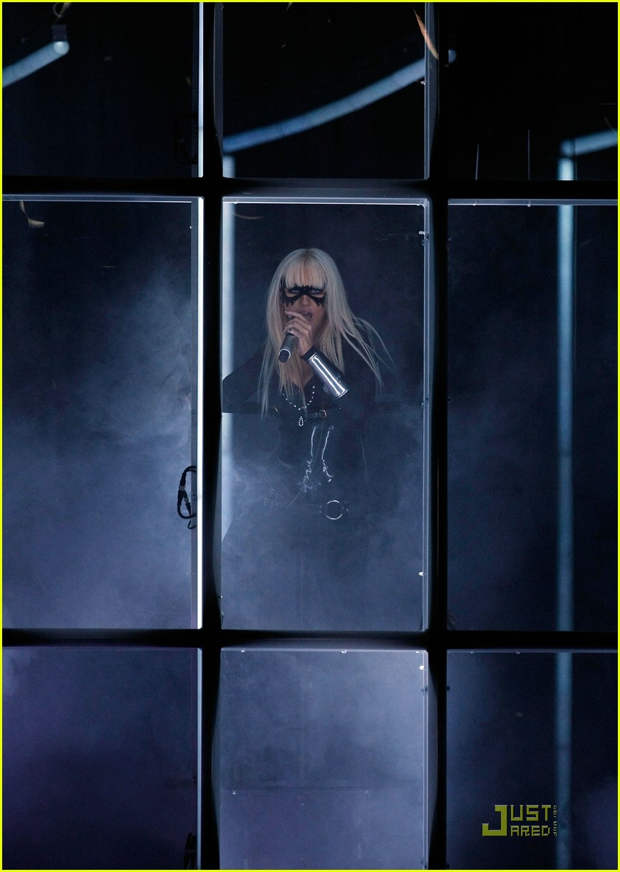 christina aguilera performance 2008 vmas 09