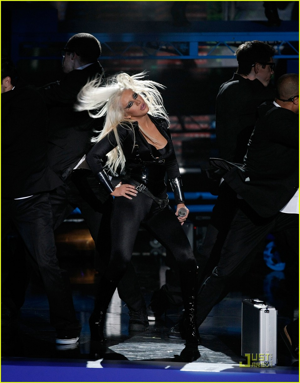 christina aguilera performance 2008 vmas 20