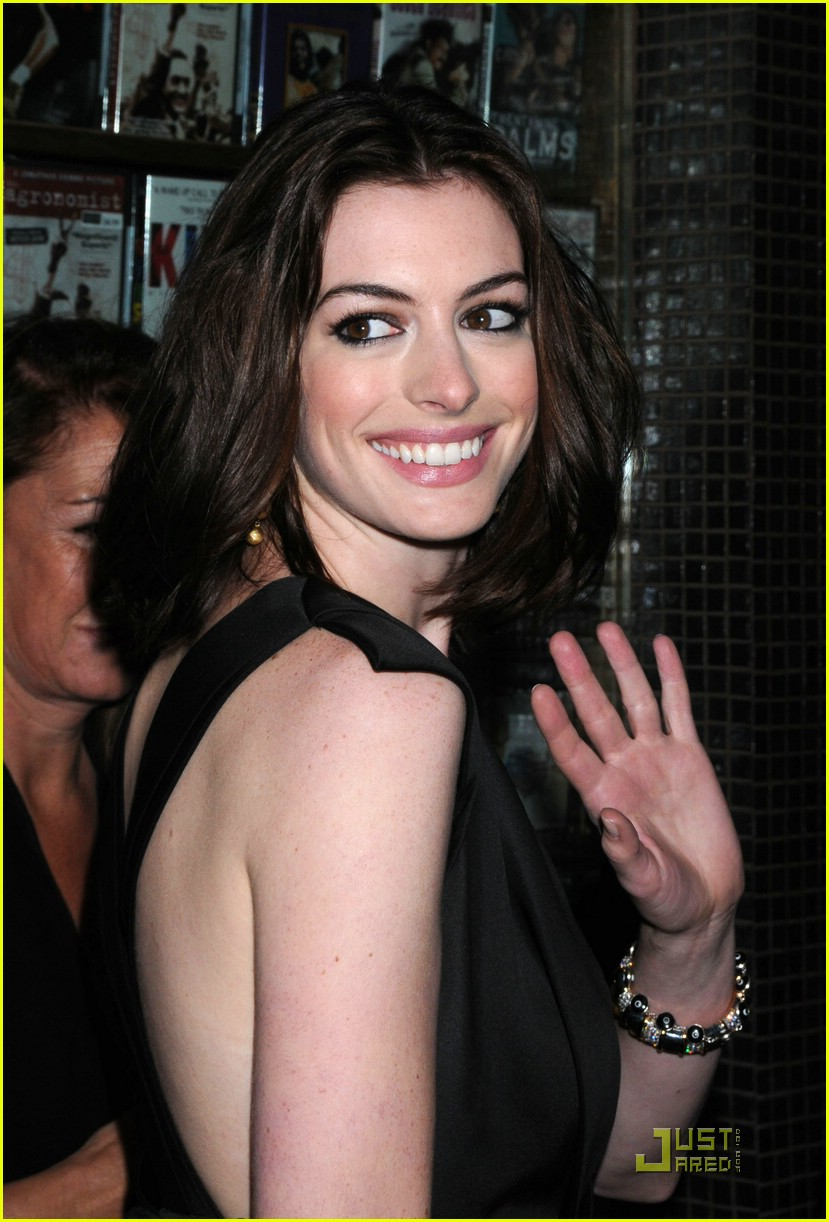 anne hathaway getting married 011443991