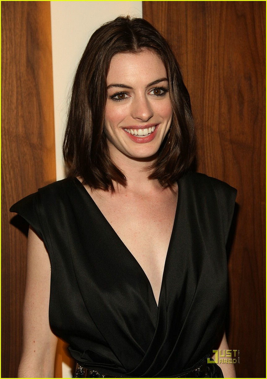 anne hathaway getting married 24