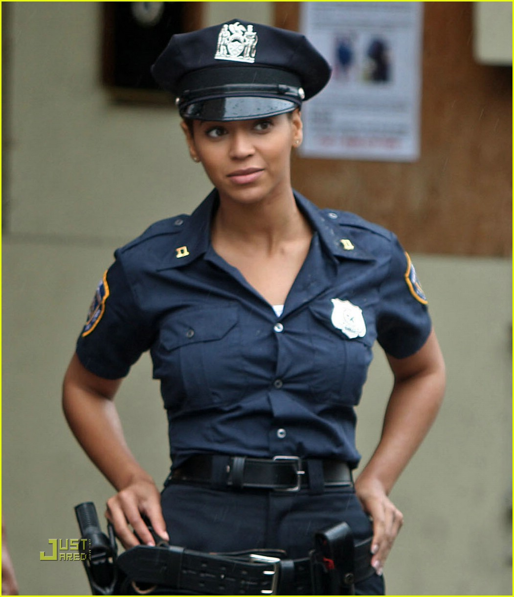 beyonce police officer 07
