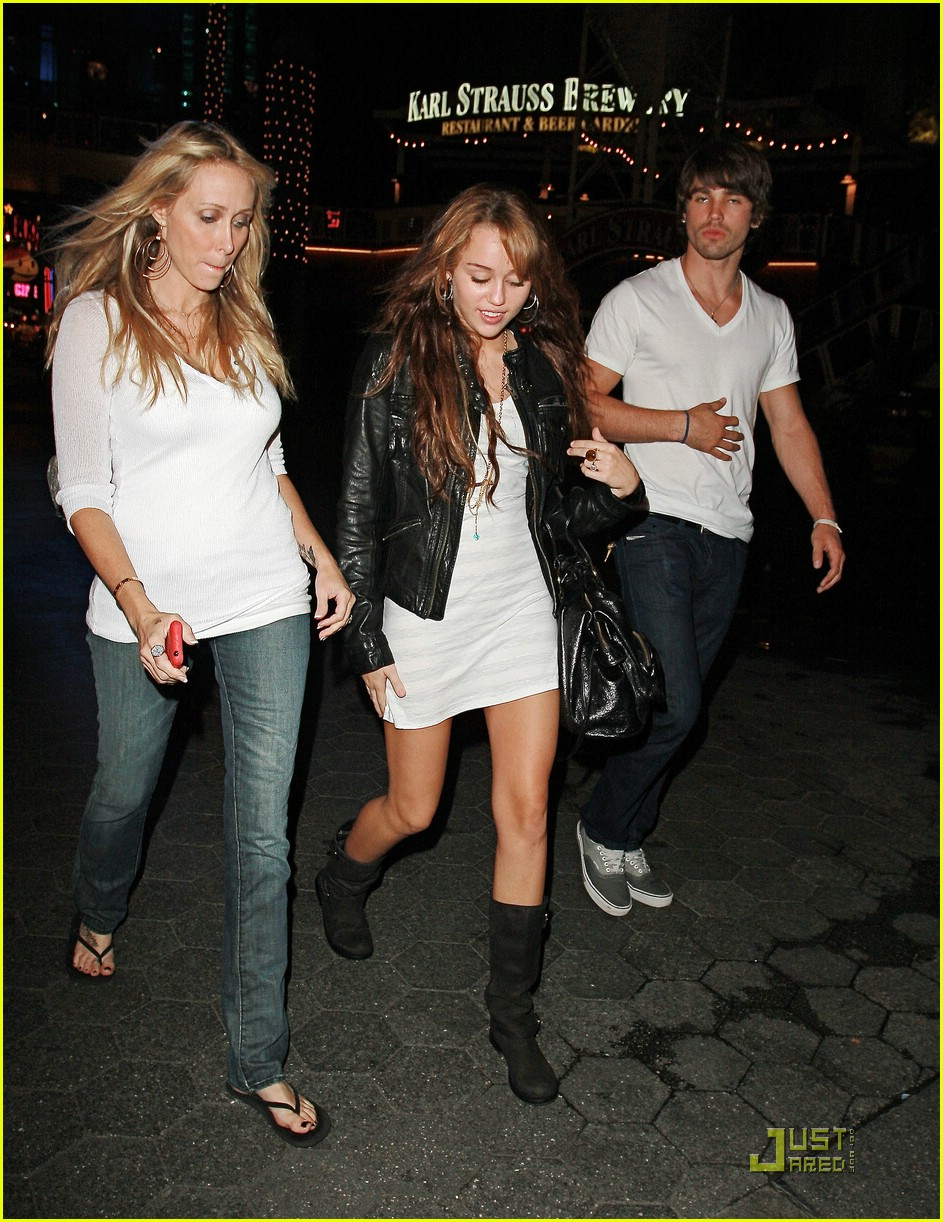 miley cyrus boyfriend mom 02