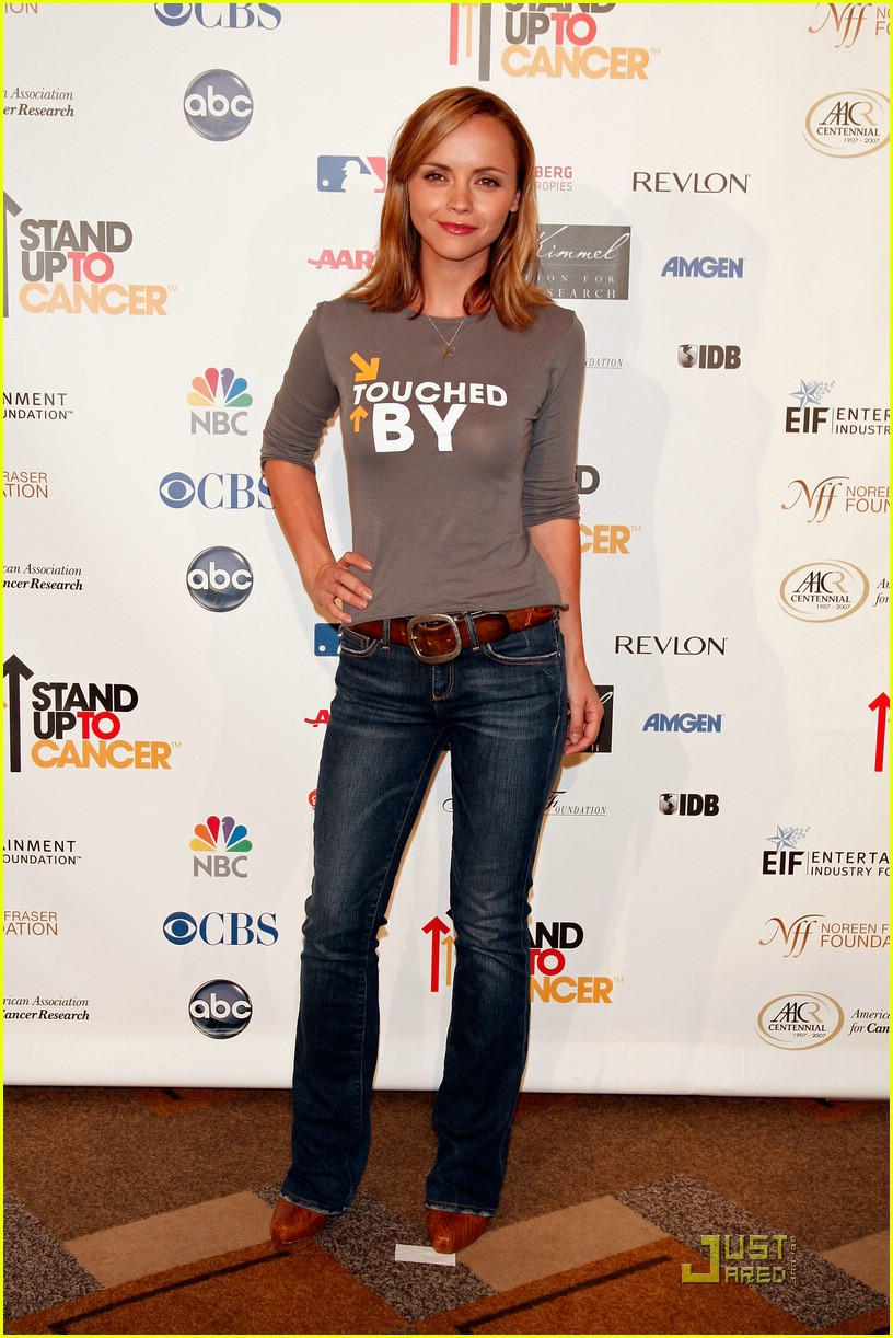 jennifer garner stands up 2 cancer 33