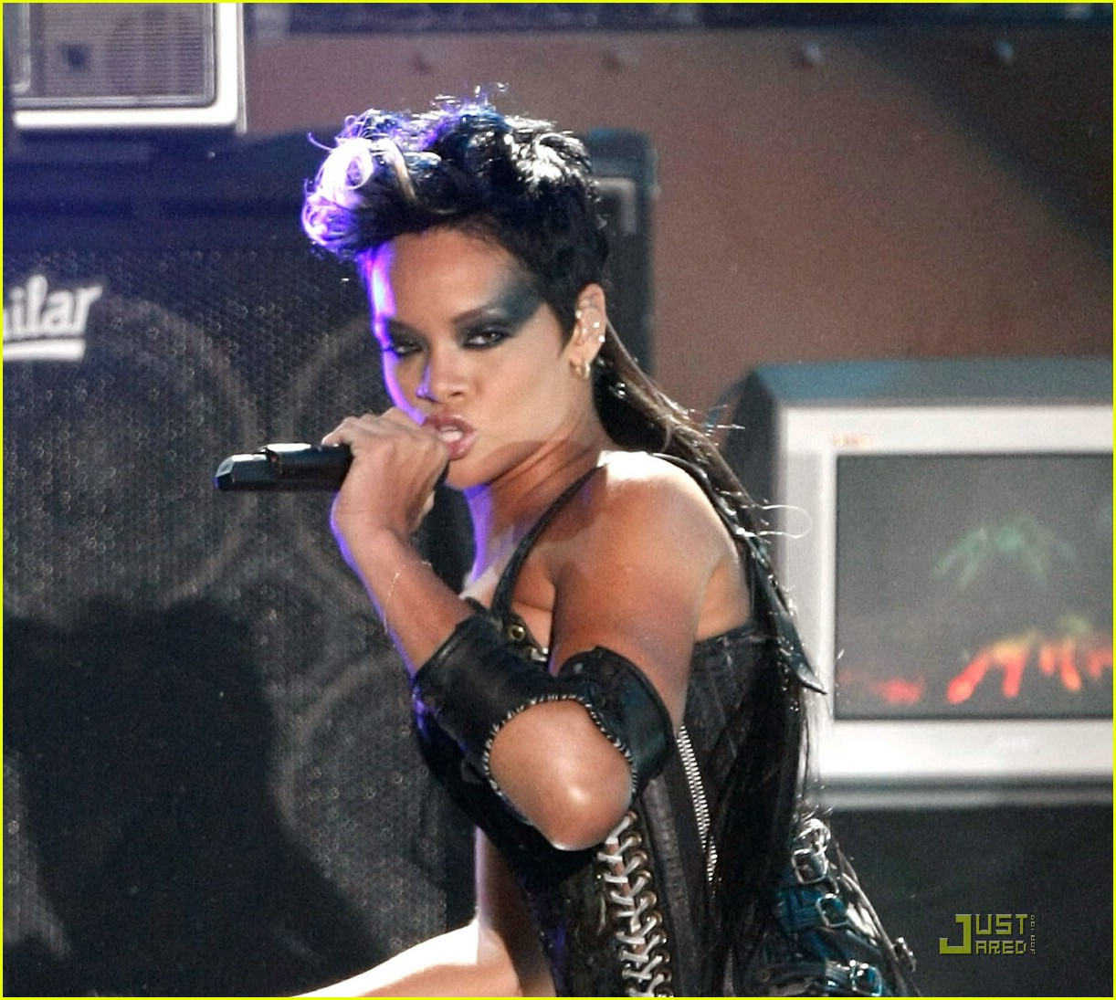 rihanna performance 2008 vmas 01