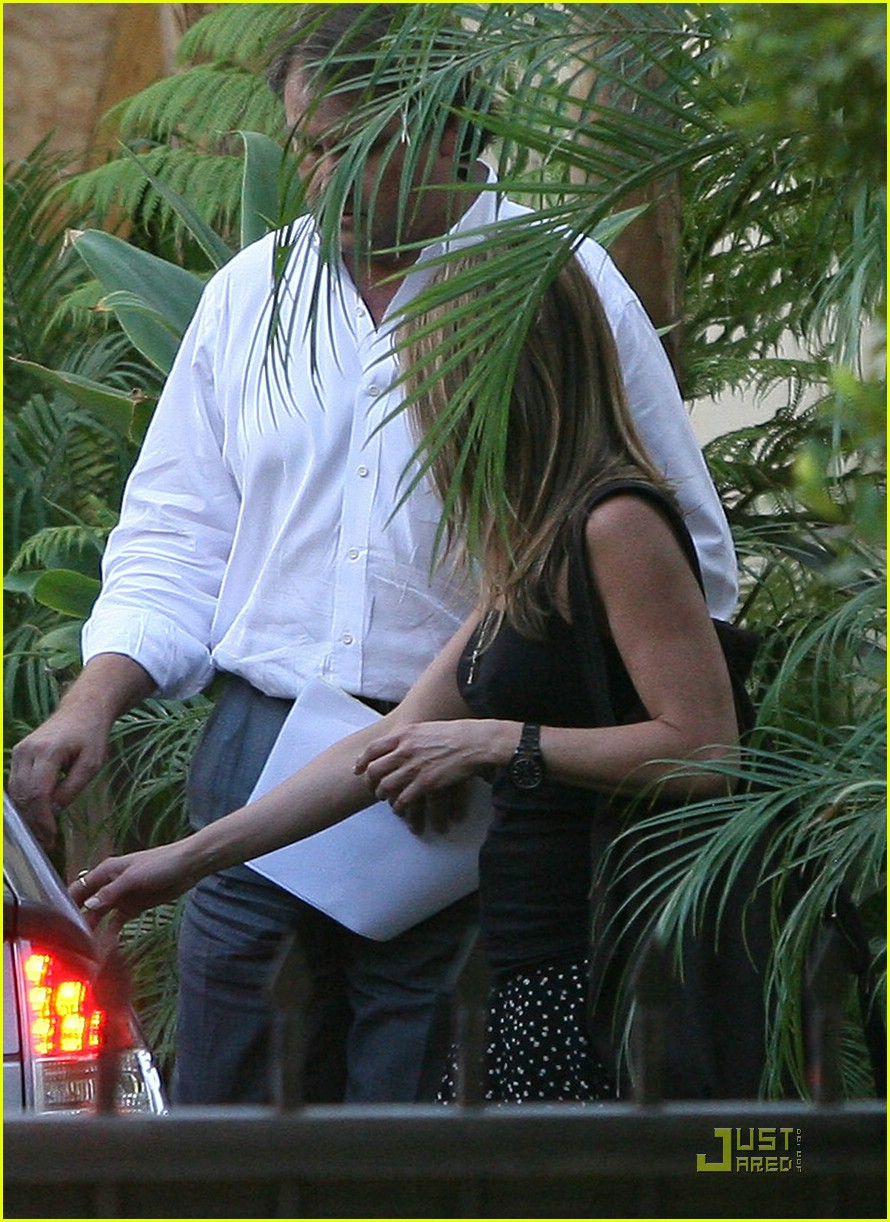 jennifer aniston baby bump 06