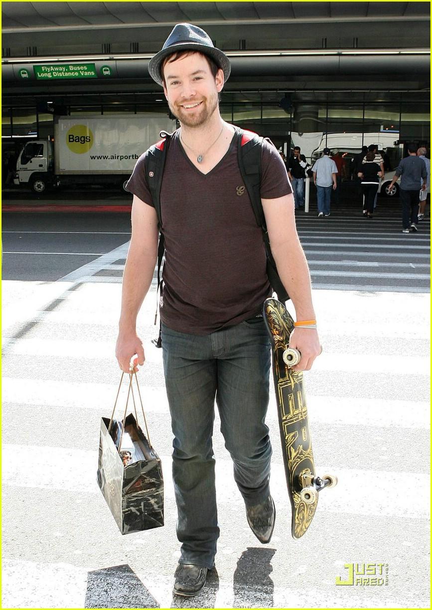 Full Sized Photo Of David Cook Skateboard 03 Photo