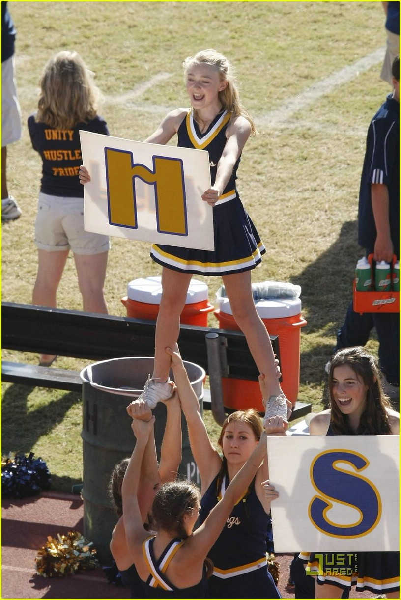 dakota fanning cheerleading squad 08