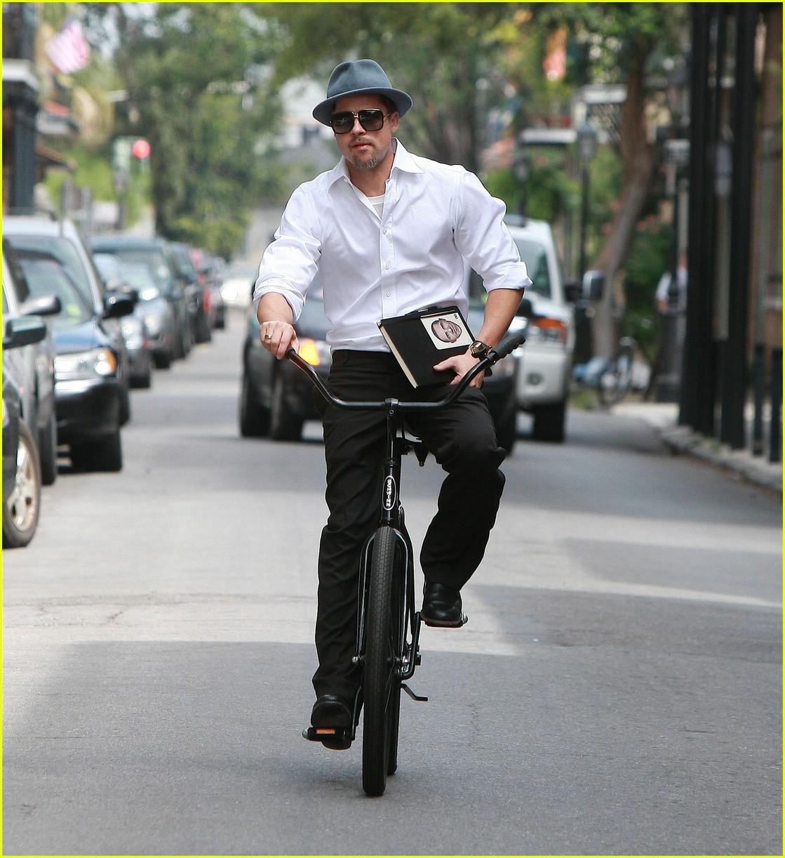 brad pitt barack obama bike 06