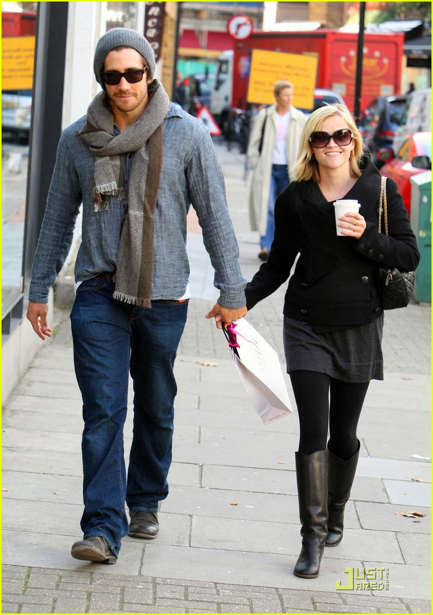 Reese & Jake are London Lovers: Photo 1479431 | Jake ... Jake Gyllenhaal Girlfriend