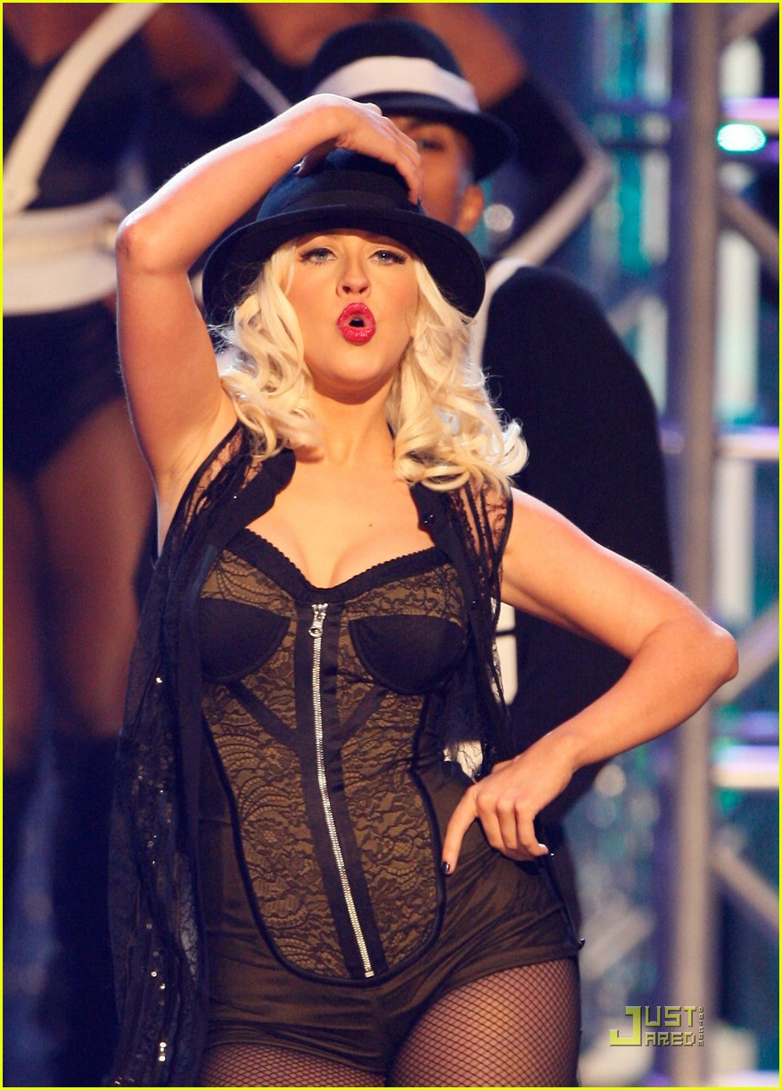 christina aguilera performs 2008 american music awards011561111
