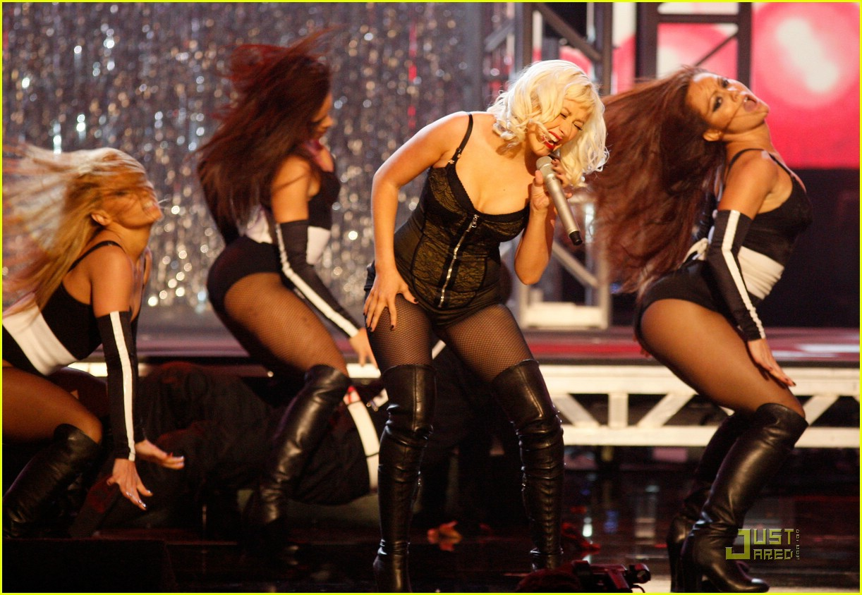christina aguilera performs 2008 american music awards061561161