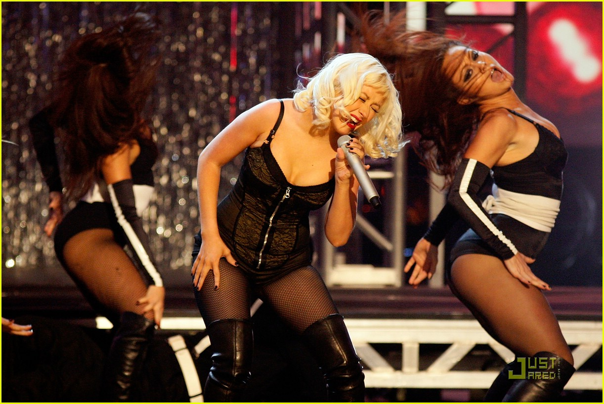 christina aguilera performs 2008 american music awards221561321