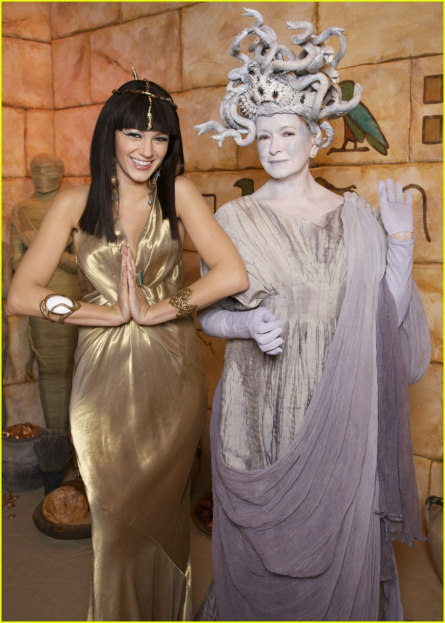 blake lively cleopatra martha stewart medusa 02
