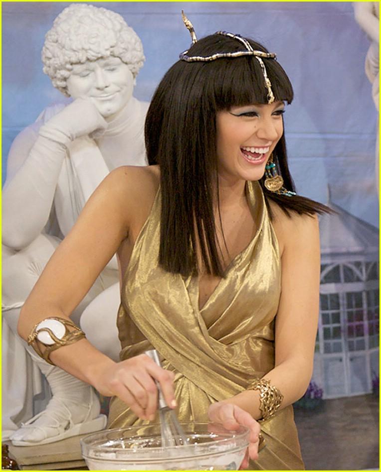 blake lively cleopatra martha stewart medusa 051521941