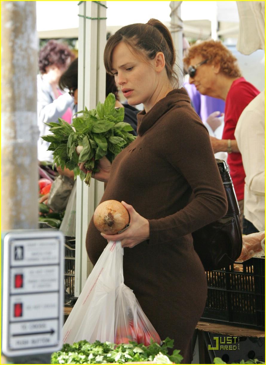 jennifer garner shops market 12